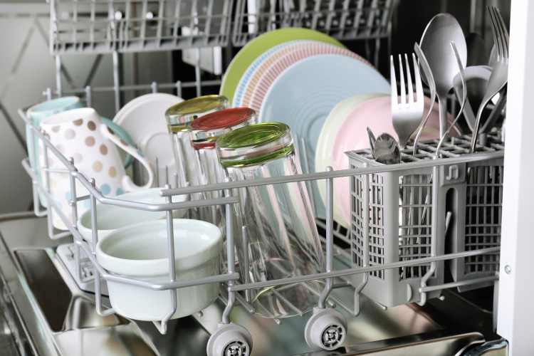 Everyday Science: Why is Plastic Wet When you Unload the Dishwasher?
